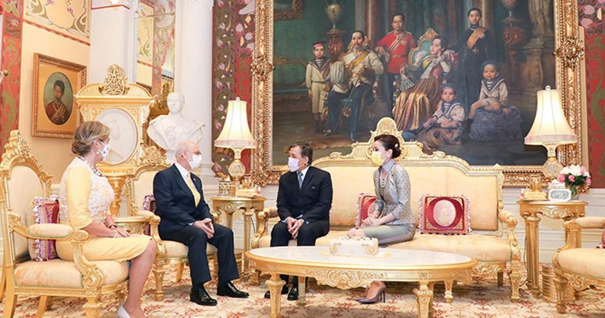 ในหลวง พระราชินี พระราชทานพระบรมราชวโรกาสให้ทูตเฝ้าฯ กราบถวายบังคมลา